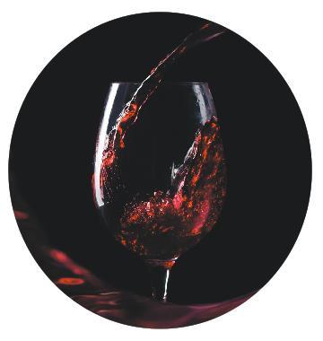 Круглый стол бокал вина
