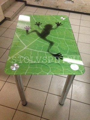 Стеклянный обеденный стол люгушка