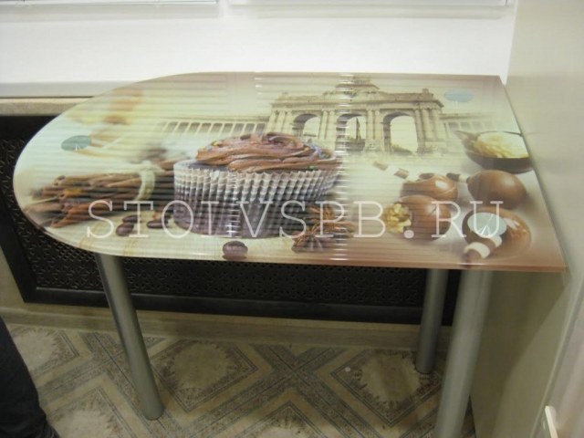 Стеклянный пристенный стол