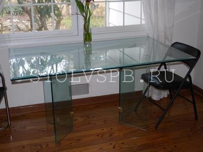 стол на стеклянной опоре