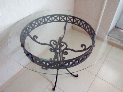 Круглый кованный стол