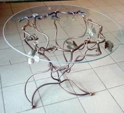 Фигурный кованный стол