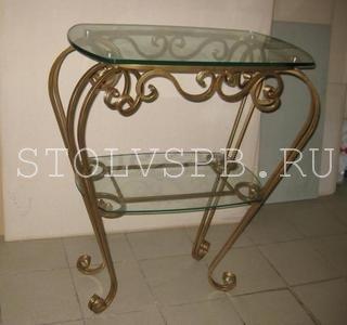 Стеклянный стол с кованными опорами