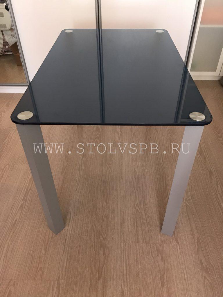stol-na-rvadratnih-oporah